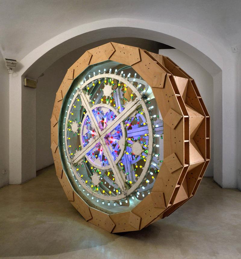 Pierluigi CALIGNANO,Scultura3,2007,legno acciaio luminarie, cm208x46