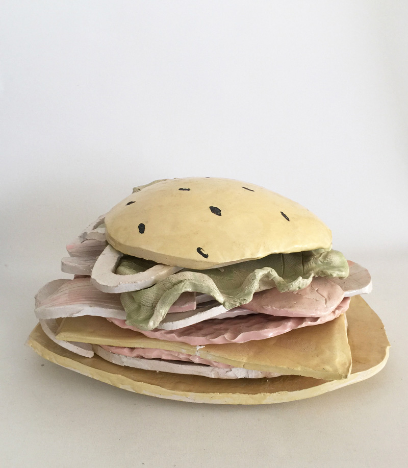 Lusesita, Hamburguesa, 2018, ceramic and enamel, 20x40x35 cm