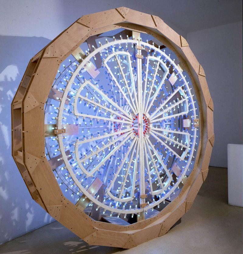 Pierluigi CALIGNANO, Scultura 1, 2007,legno,acciao,luminarie, 290x63 cm