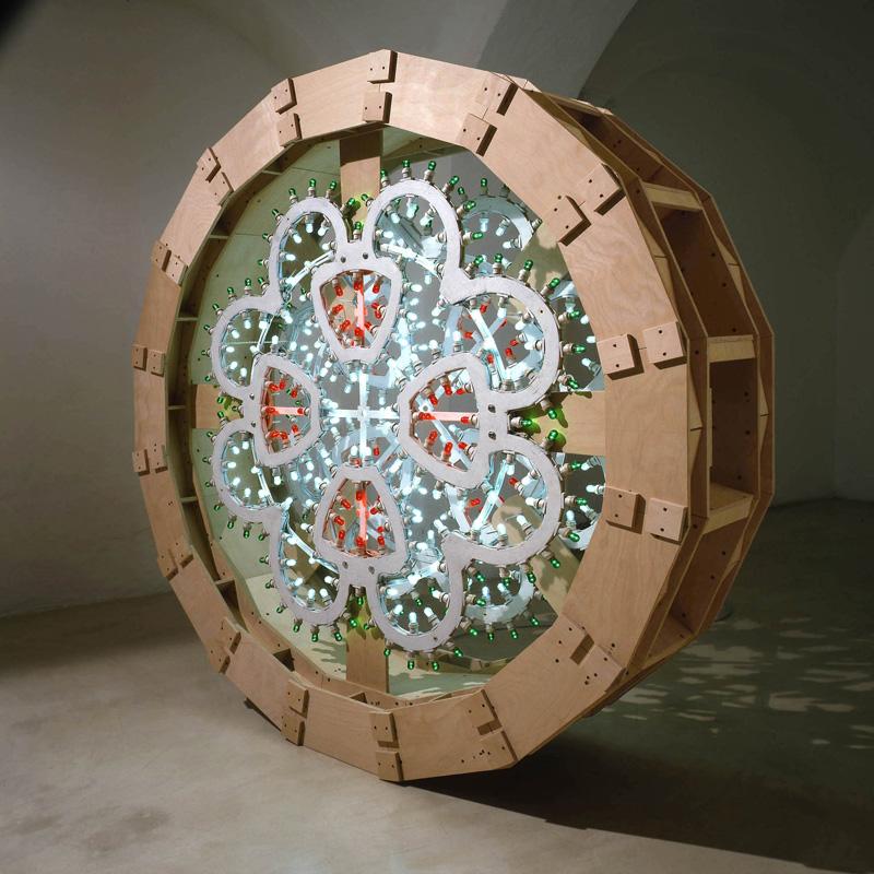 Pierluigi CALIGNANO,Scultura4,2007,legno acciaio luminarie, cm188x45