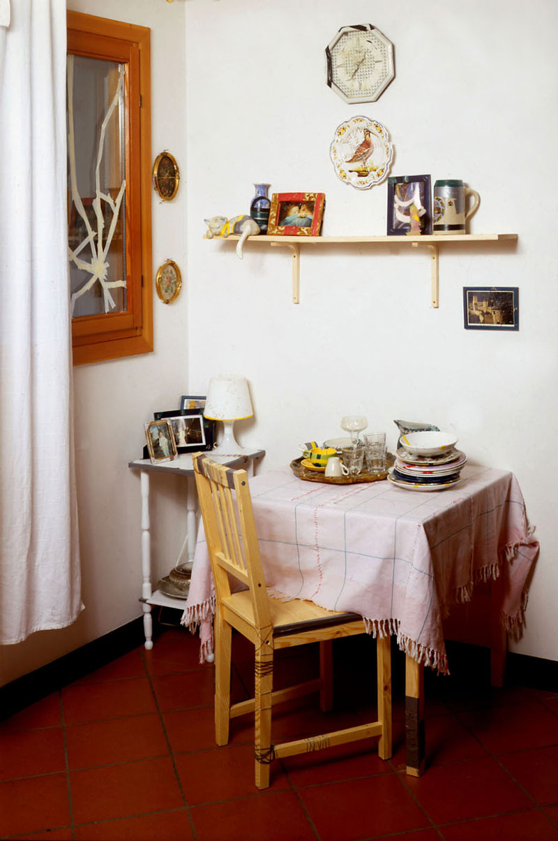 Simone Racheli, Ricominciamo, 2004, installazione, oggetti vari, dimens. variabili