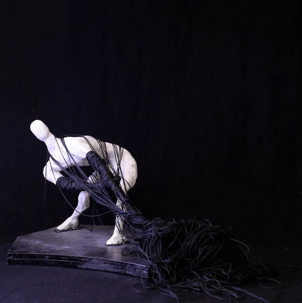 Antonio Zuiani, Teseo, clay, wood and cotton, 30x33x20 cm