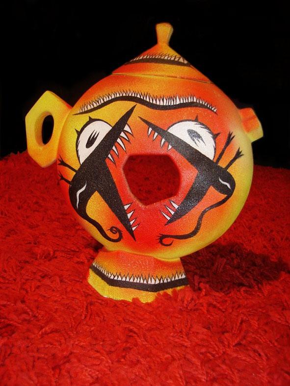 Massimo Giacon, Teiera Hole, 1993, prototipo teiera in ceramica dipinta a mano, h 25 cm