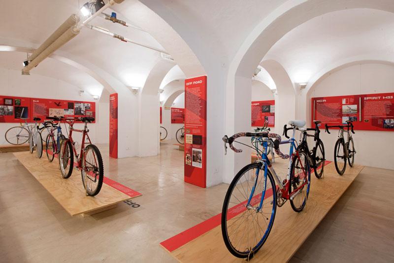 Columbus Continuum. Anima d'acciaio: Columbus and bicyle design