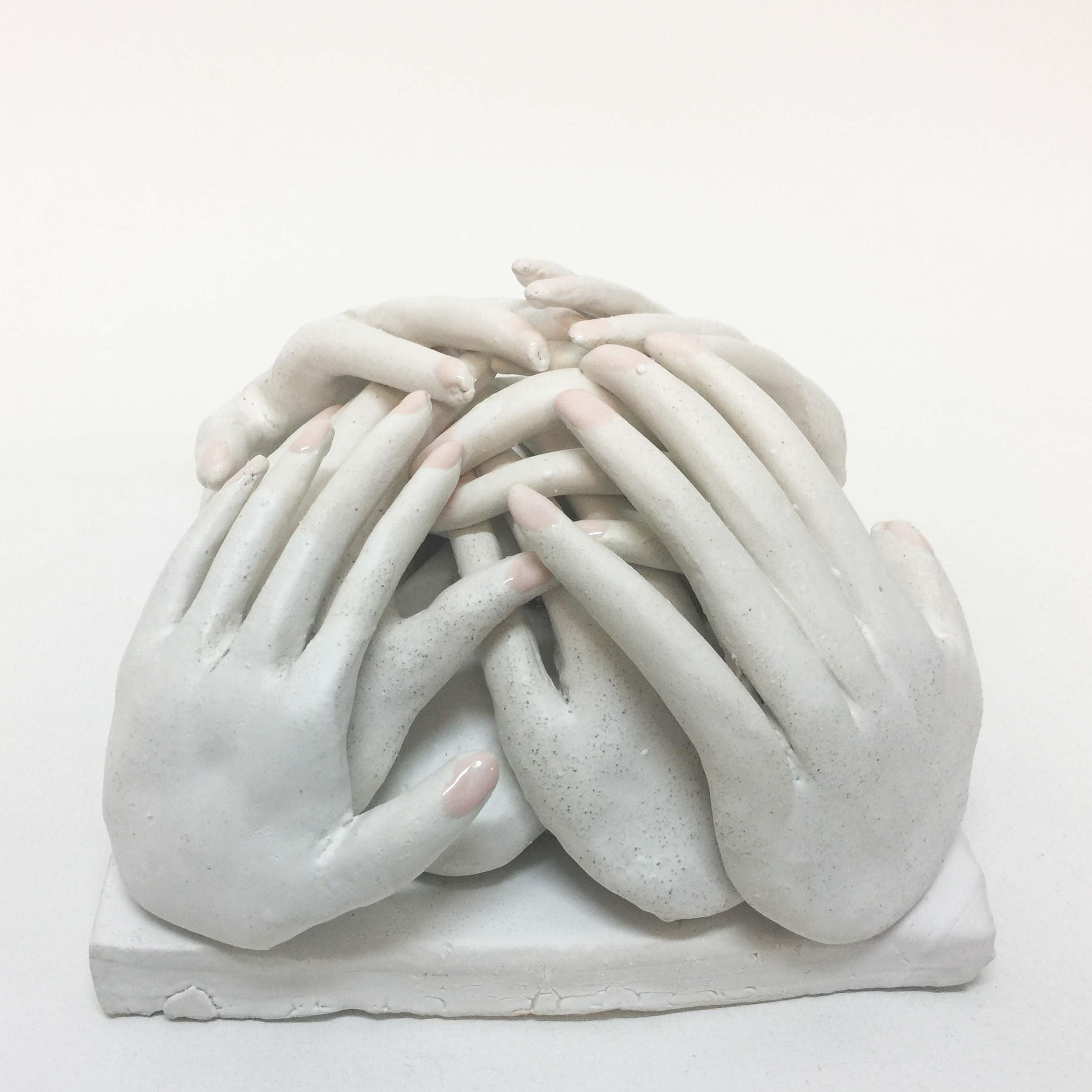 Lusesita, Manos a la obra, 2018, ceramic and enamel, 12x21x21 cm